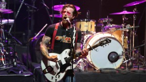 """Eagles of Death Metal"" feiern emotionale Rückkehr nach Paris"