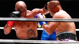 Mike Tyson überrascht Roy Jones Jr.