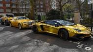 Geparktes Geld: Mit vergoldeten Luxusautos stellt ein arabischer Tourist in London seinen Reichtum zur Schau.