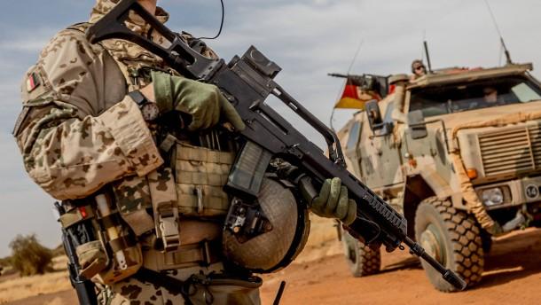 Kramp-Karrenbauer: Zwölf deutsche Soldaten verwundet