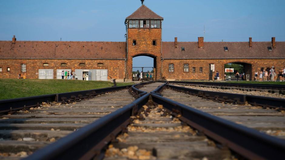 Gedenkstätte: das frühere Konzentrations- und Vernichtungslager Auschwitz, in dem mehr als eine Million Menschen ermordet wurde.