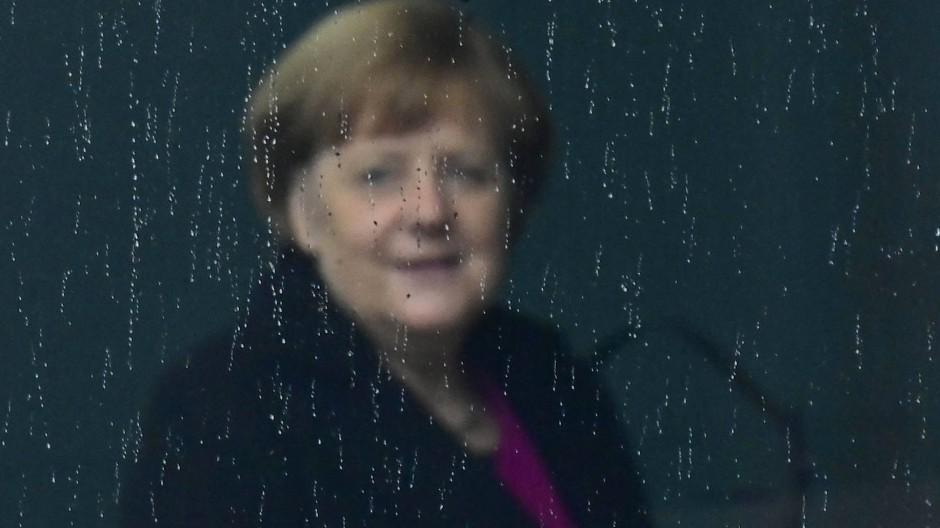 Gemächlicher Rückzug: Kanzlerin Angela Merkel.