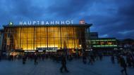 Eine Woche nach den Übergriffen in der Silvesternacht geht das Leben am Hauptbahnhof in Köln wieder seinen Gang.