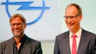 Zwei, die sich mögen: Opel-Chef Michael Lohscheller und Liverpool-Trainer Jürgen Klopp.