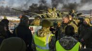 """""""Unser Land schwebt in der Gefahr eines vollumfassenden Einmarschs""""– sagte Poroschenko vor Journalisten."""