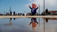 Eine Figur des britischen Premierminister Boris Johnson im Hafen von Hartlepool am 7. Mai