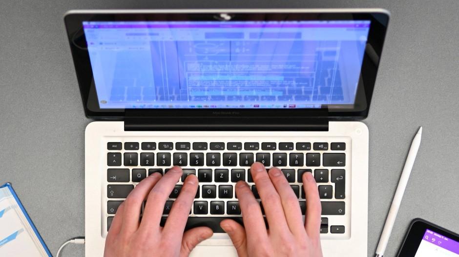 Schäden durch Softwarefehler können nicht nur den eigenen Computer betreffen, sondern gleich die Infrastruktur eines gesamten Unternehmens.