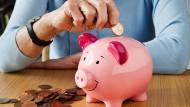 Viele Großeltern geben ihren Enkeln großzügiges Taschengeld.