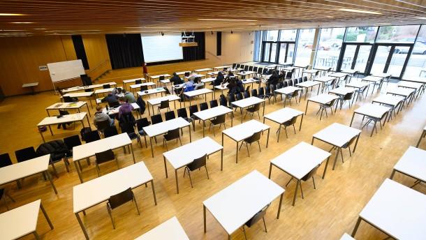 """Click and meet"" bleibt – Weitere Öffnung der Schulen verschoben"