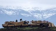 Schritt für Schritt: Türkische Soldaten bereiten sich auf den Einsatz gegen Kurden vor.