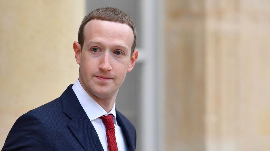 Facebook-Chef Mark Zuckerberg im Mai 2019 vor einem Treffen mit dem französischen Präsidenten Macron