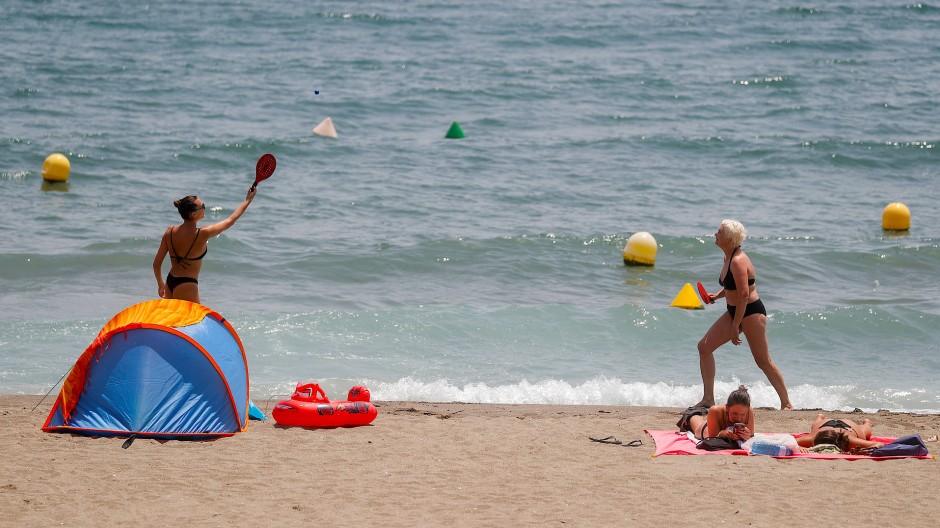 (Un-)beliebte Strandbeschäftigung: Beach-Tennis