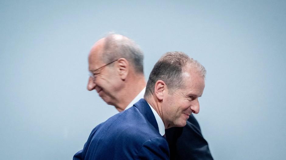 Keine Pflichtverletzung, sagt der Aufsichtsrat: Chefkontrolleur Pötsch (links) und der Vorstandsvorsitzende Diess