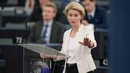 """""""Ich will eine Kommission, die zu jeweils fünfzig Prozent aus Frauen und Männern zusammengesetzt ist"""", sagte Ursula von der Leyen vor ihrer Wahl. Doch nun könnte die Kommission wieder zu einer Männerdomäne werden."""