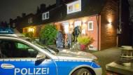 Schrecksekunden nach einem Einbruch: Wenn es nach der Union geht, dann bekommt die Polizei mehr Kompetenzen zur Einbruchsbekämpfung (Bild zeigt Polizeieinsatz nach Einbruchsversuch in Hamburg).
