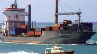 """""""Hansa Stavanger"""" legt in Mombasa an"""