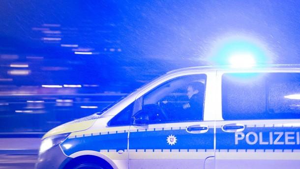 Gesperrte Straßen wegen Schnee und Glätte – Mann von Auto erfasst