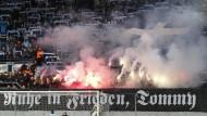 Zeremonie des Anstoßes: Letzte Ehre für einen bekannten Neonazi im Chemnitzer Fußballstadion.