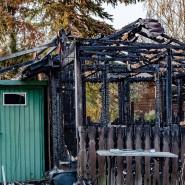 Ungeahnte Gefahr: Asbestfasern aus dem Dach der Hütte wurden beim Brand in der Anlage verteilt.