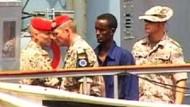 Deutsche Marine übergibt Verdächtige