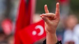 """""""Graue Wölfe"""" wollen deutsche Politik beeinflussen"""