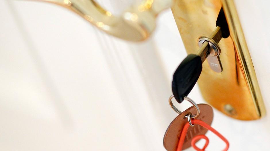 Ärger um Ferienwohnungen: Frankfurt will gegen illegale Nutzung von Immobilien vorgehen.