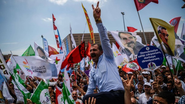 So drangsaliert Erdogan Oppositionelle
