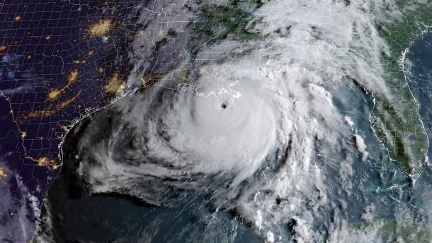 """Hurrikan """"Ida"""" trifft mit 240 km/h auf US-Küste"""