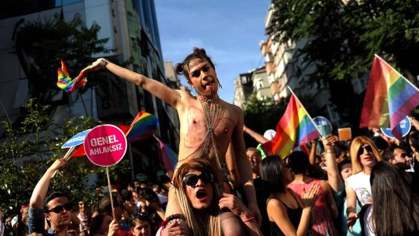 Erdogan hetzt gegen Homosexuelle und die Medien