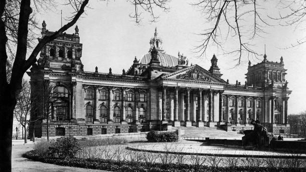 Der Reichstag löst sich auf: Eine Lehrstunde deutscher Demokratie