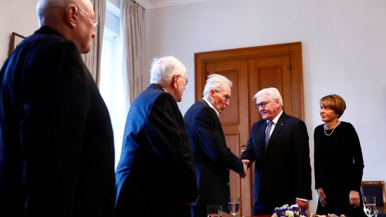 Steinmeier empfängt Holocaust-Überlebende