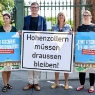 """""""Keine Geschenke den Hohenzollern!"""", das fordert Brandenburgische Linkspartei in einer Volksinitiative gegen die Rückforderung der Nachfahren des letzten deutschen Kaisers."""