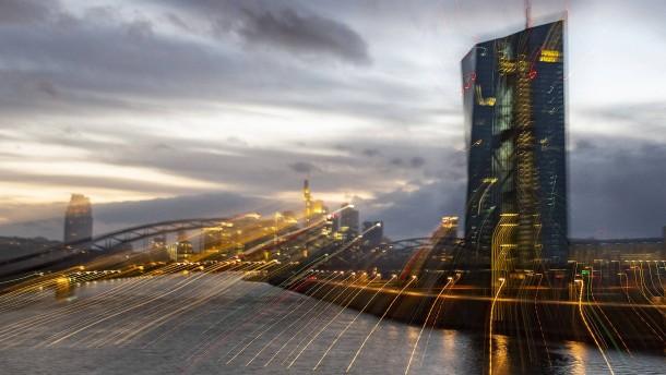 Wie hält es die EZB mit der Macht?