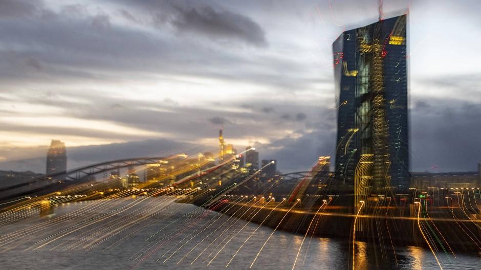 In den nächsten fünf Jahren will die Europäische Zentralbank den digitalen Euro einführen. Das Konto für jedermann soll auf 3000 Euro limitiert sein.
