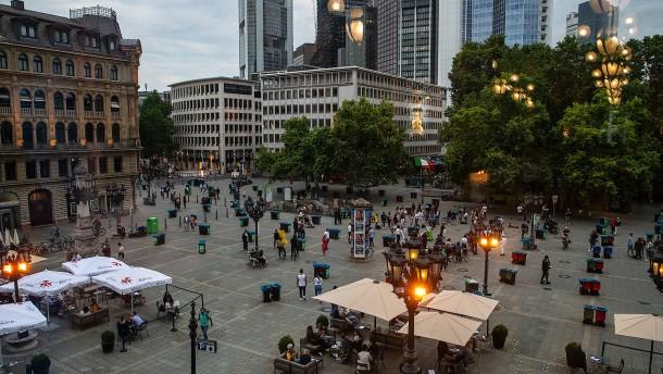 Polizei verurteilt Übergriffe in Frankfurt