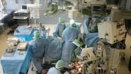Hygiene ist überlebenswichtig: Operationssaal der Herzchirurgie im Frankfurter Uniklinikum