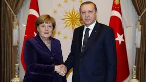 Merkel soll Beziehungen zur Türkei kitten