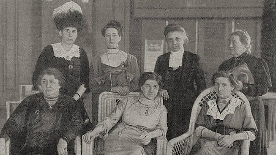 Berlin im März 1912: Elisabeth Altmann-Gottheiner hinten links auf dem ersten deutschen Frauenkongress.