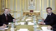 Gemeinsam im Kampf gegen Hass im Netz: Facebook-Chef Mark Zuckerberg (l.) und Frankreichs Präsident Emmanuel Macron im Elyseepalast.