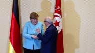 Bis zur Wiedervereinigung hat es lange gedauert: Merkel zu Besuch beim tunesischen Präsidenten.