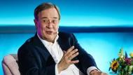 Halbe Seite vom früheren CSU-Kultus- und Wissenschaftsminister Hans Maier übernommen? Neue Vorwürfe gegen Unions-Kanzlerkandidat Armin Laschet