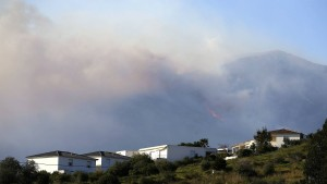 Waldbrände lodern auf Korsika