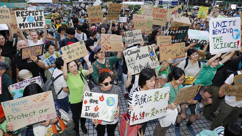 Obwohl es Klimaaktivisten in Japan schwer haben, haben sich auch in Tokio am Freitag Demonstranten der globalen Fridays for Future-Bewegung angeschlossen.