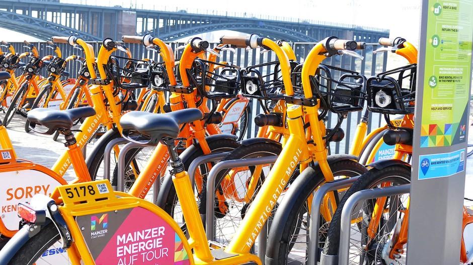 Getrennt radeln und vereint abstellen: Mainz und Wiesbaden arbeiten bei den Mietrad-Angeboten zusammen.