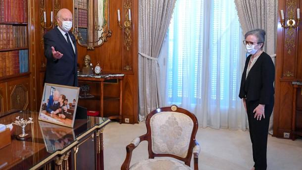 Tunesiens Präsident ernennt neue Regierungschefin