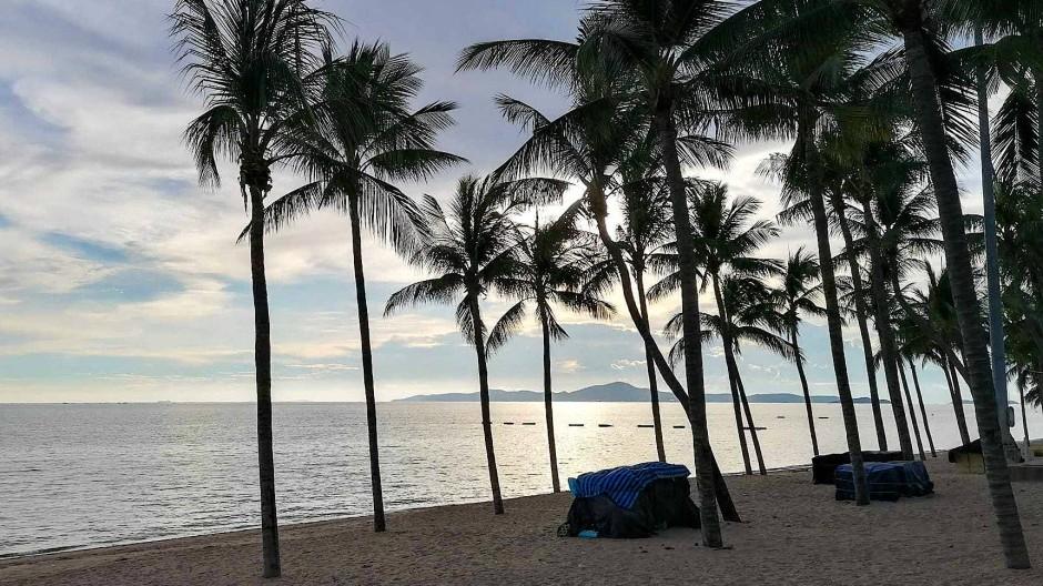 Der leere Jomtien Beach in Pattaya: Die Strände in dem beliebten Urlaubsort sind seit Monaten gesperrt.