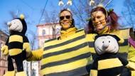 Bienen-Protest: Vor dem Volksbegehren gab es in Bayern auch Demos wie diese vor dem Landtag. Nicht unwahrscheinlich, dass sich solche Szenen schon bald in anderen Bundesländern wiederholen.