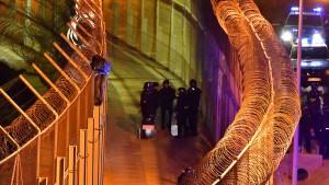 Mehr als 1100 Migranten stürmen Grenzzaun zu spanischer Exklave