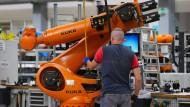 Roboterbauer Kuka: Bisher größte Übernahme chinesischer Investoren