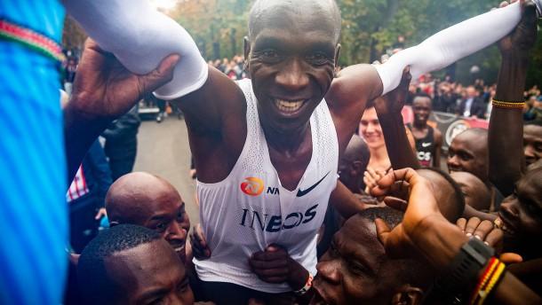 Kipchoge läuft Marathon unter zwei Stunden